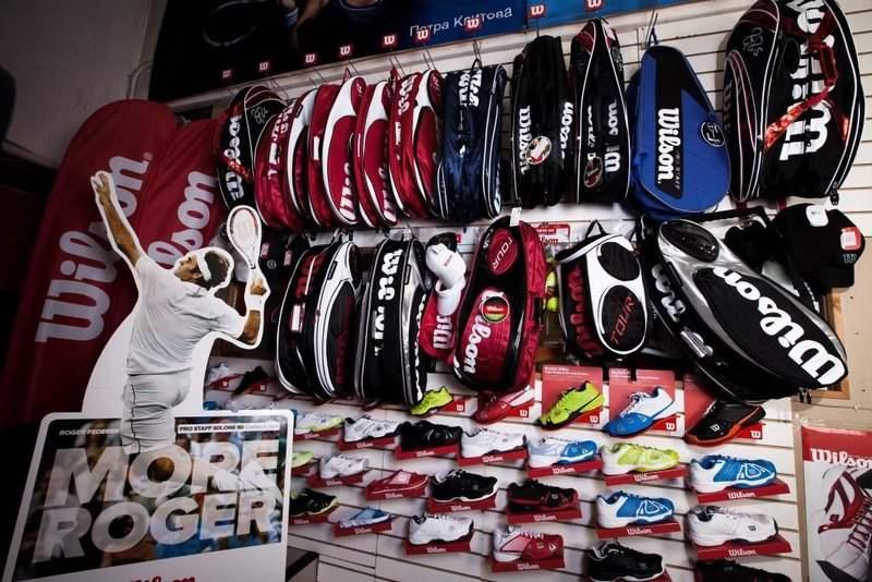 Большой выбор теннисных сумок и чехлов. Магазин Мс-Спорт на метро  Университет. Большой выбор спортивной одежды ... 39bf3712874